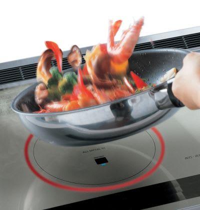 鍋ふり調理も可能なIH