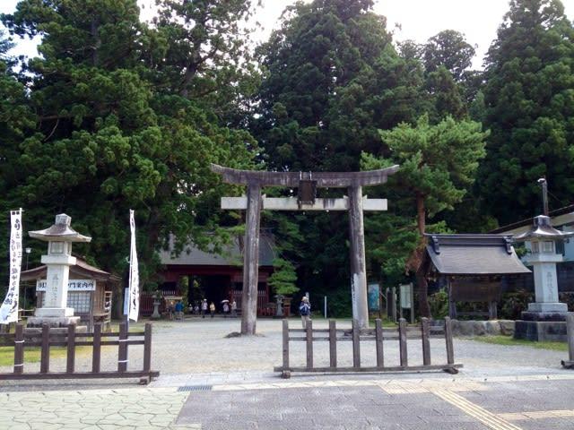 出羽三山神社参道出発点 この山域で最も大きな杉 樹齢1000年以上だそう...  KAZUNOL