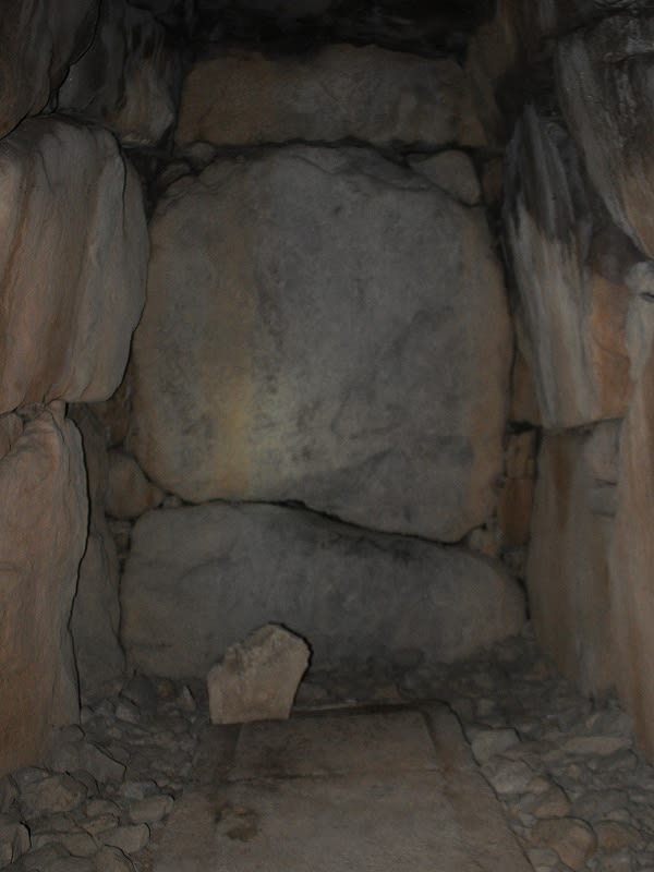越塚古墳奥壁