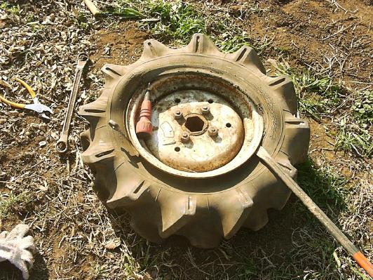 困った!耕耘機のタイヤパンク ...
