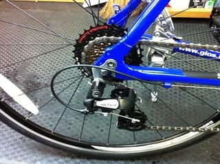 自転車の gios 自転車 値段 : 変速機はシマノの 「ALTUS」 を ...