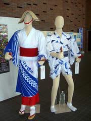 二上り(にあがり)踊りの正式な格好(現在まなびの館ローズコム入口付近に展示中)