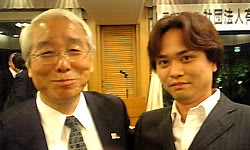 井戸知事とツーショット0529_2