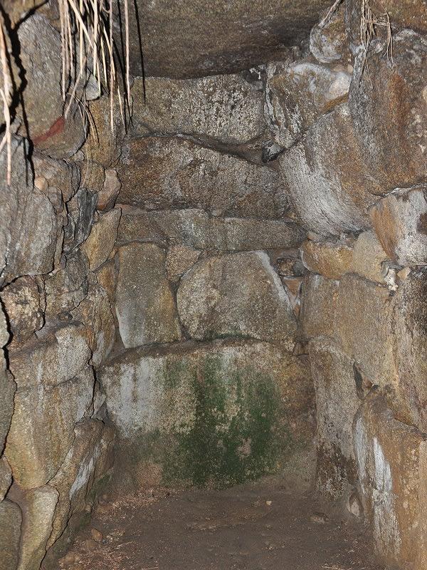 柳生塚穴古墳奥壁