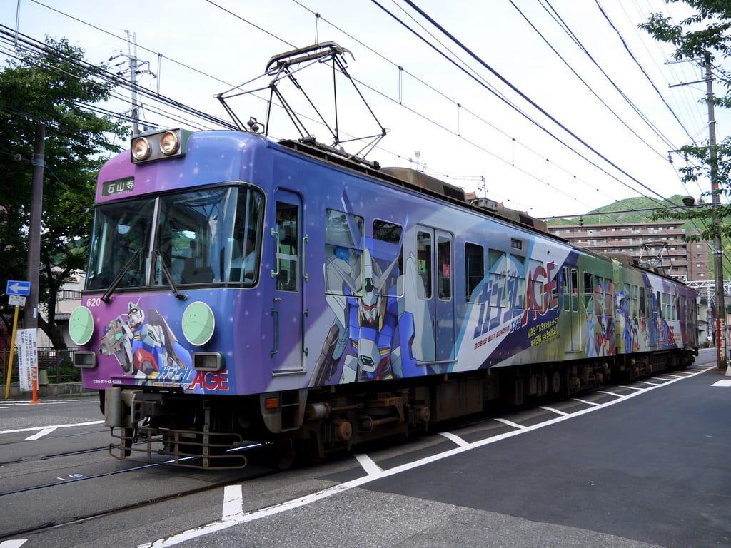 京阪600形「機動戦士ガンダムAGE」ラッピング車両