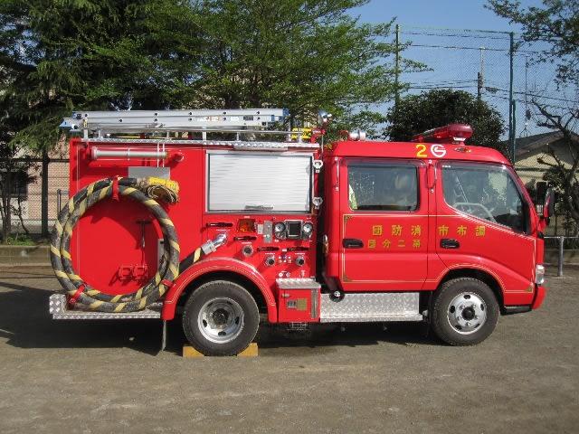 消防車 いざ、というとき、消防署の消防車と一緒に活躍しています 団員は... 活躍する自治消防団