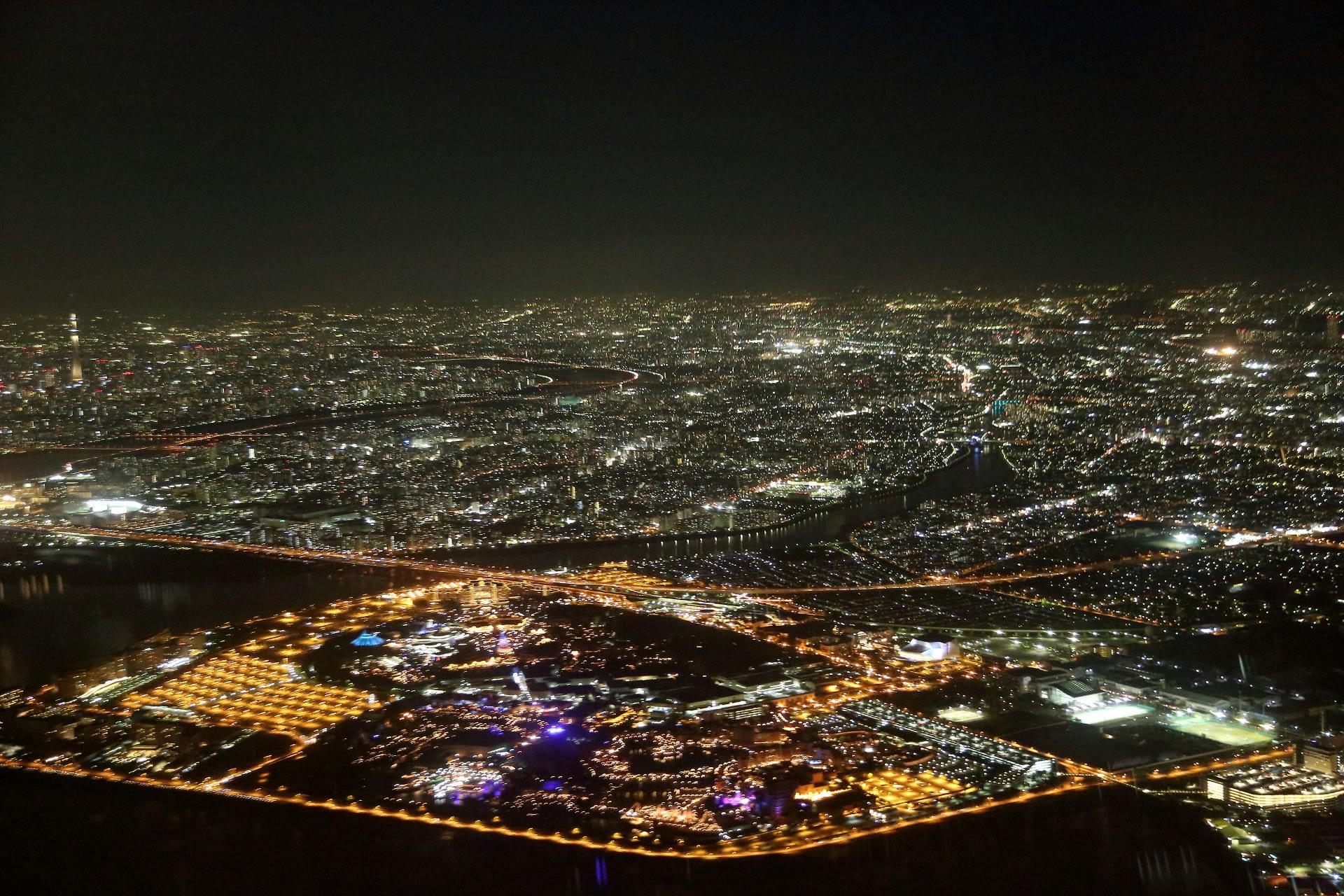 羽田空港着の機内から見た東京の夜景 - エアライン撮影日記
