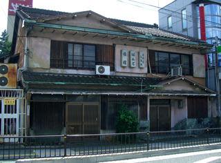 石山駅の近くにある坂東旅館