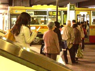 首都圏では公共交通が一般的な移動手段になっています