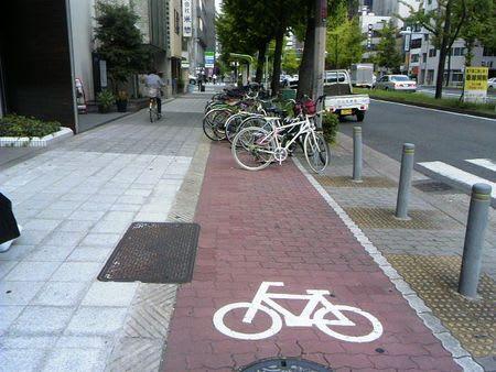 自転車走行レーンを埋め尽くす ...