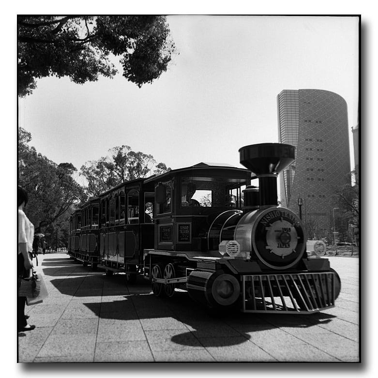 汽車と電車の違いってなんですか? 鳥取の中部に 住んでいるんですが ... - 旅の知恵袋 -