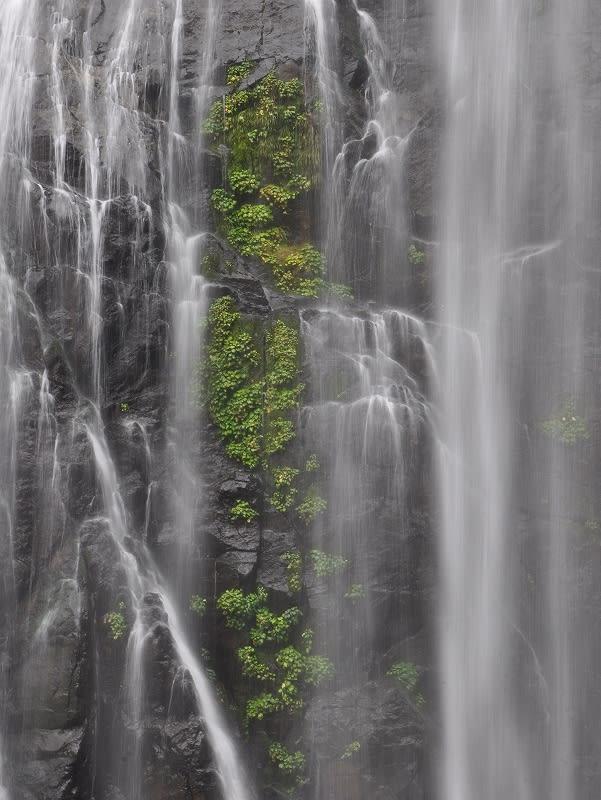 千尋の滝岩