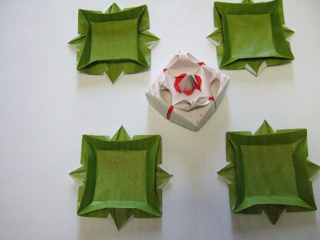 すべての折り紙 折り紙 ケーキ : これは ケーキと とり皿。 お皿 ...