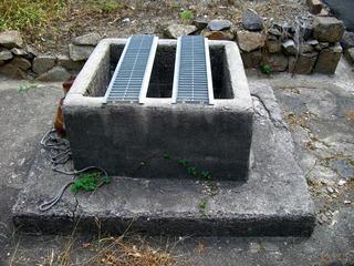 今は使われていない井戸