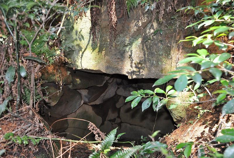 東タニノガイト古墳天井石