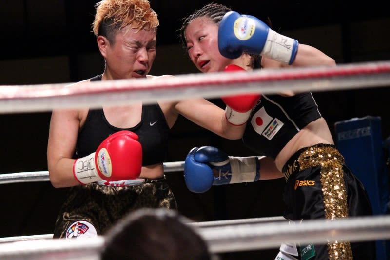 安藤 麻里(フュチュール)vs黒木 優子(YuKO) 4 - SACRED RING Photo