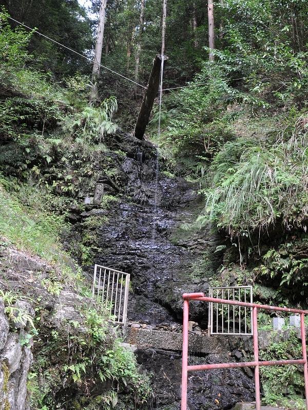 行者の滝行場
