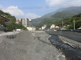水害から9ヶ月以上が経っているこの日も、濁流が暴れた痕跡ははっきりと残... 廬山温泉 夏都大飯