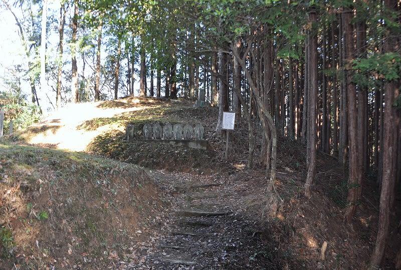 畑久保古墳の六地蔵