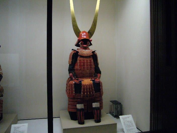 さらに井伊の赤備軍団は、関が原の戦いの勝利に貢献し、直政は近江国佐和山... 彦根藩の藩祖は井伊
