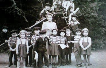ホームに預けられた混血孤児たち なお、「混血孤児」という言葉は、差別的... 『シリーズ戦争孤児