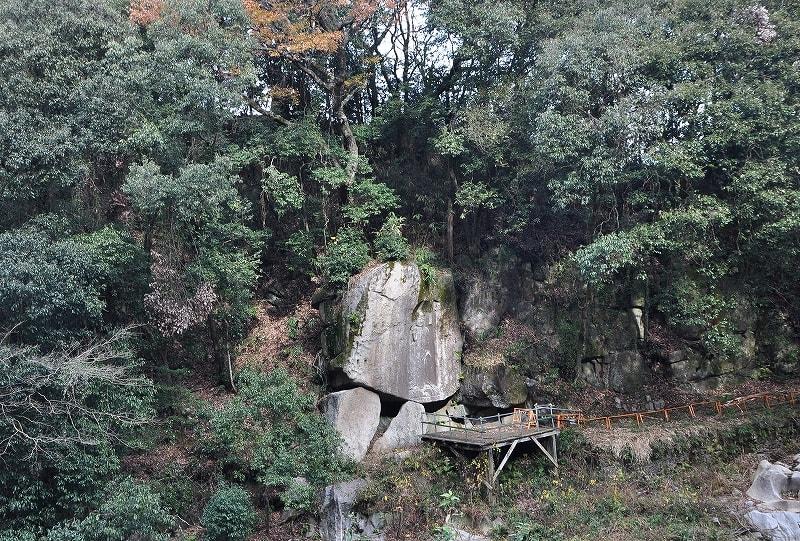 和束川弥勒磨崖仏