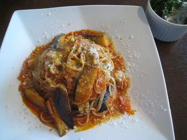 ベーコンとなすのトマトソーススパゲティ