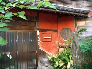 赤壁の家の表玄関