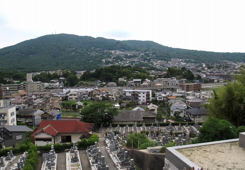 生駒市 東山墓地の石仏 - 愛しきものたち