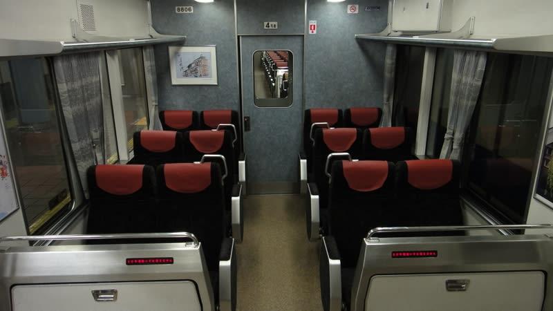 京阪8000系セミクロスシート化前車内