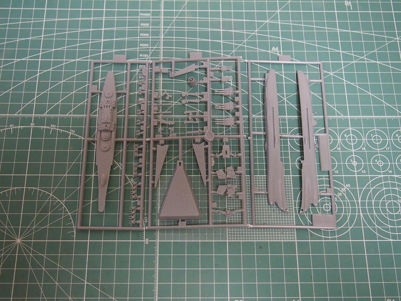 新旧のランナーを比較してみました。 二枚の画像はほぼ同縮尺で撮っていま... メカコレ 宇宙戦艦