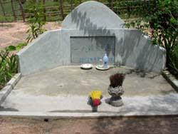 泰造の墓らしきもの・・・