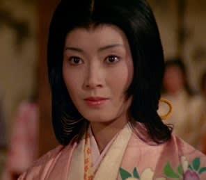 キリっとした表情で見つめる格好いい島田陽子
