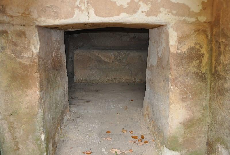 高井田横穴石棺