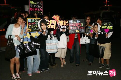 お・・・!おもしろい(笑) ※特に向かって右 相変わらずインパクト大な... 韓国の嵐ファン