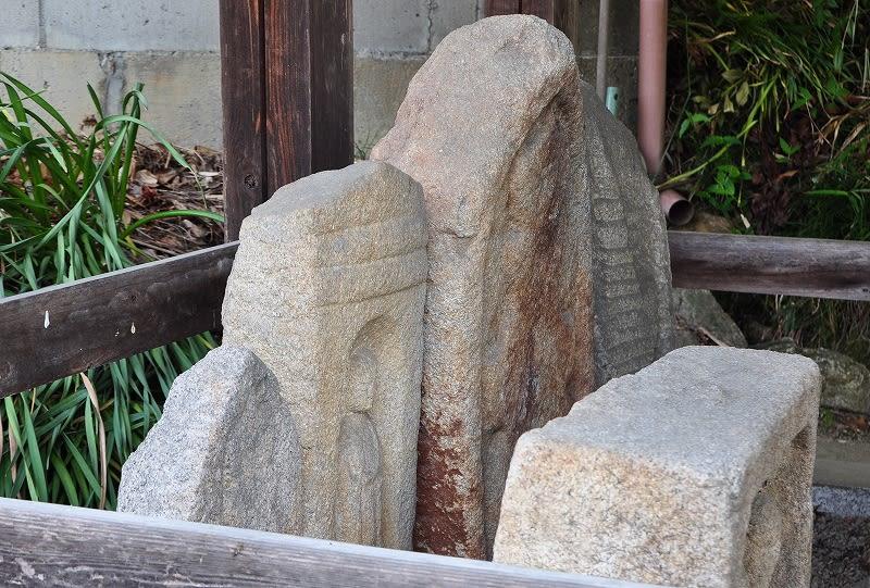 中ノ川辻堂の石仏