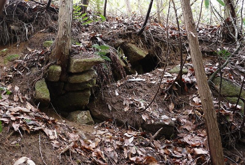 オソグラ谷古墳石室?