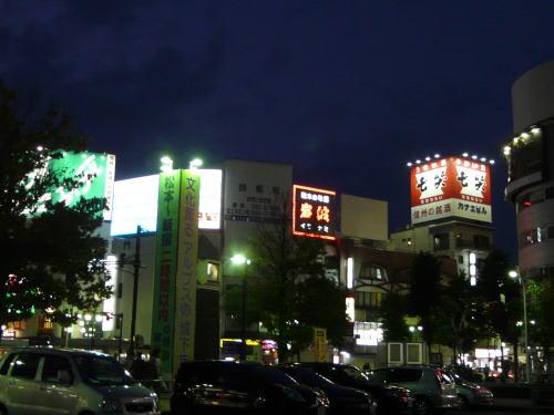 夜の松本駅前