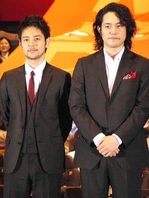 松山ケンイチ、 共演者との信頼関係否定で 妻夫木が「おい!」  松山ケンイチ、共演者との信頼関係