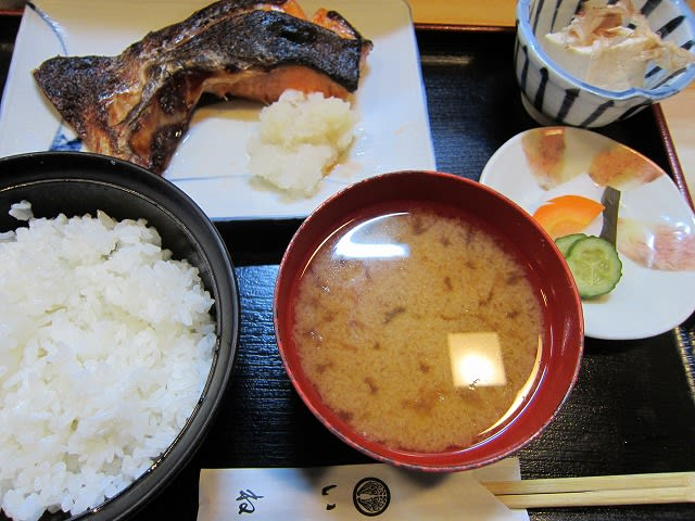 日替わり定食(鮭カマ醤油焼き)