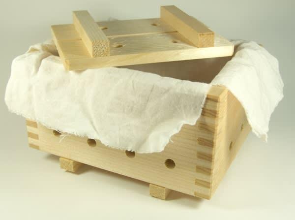Wooden_tofu_press