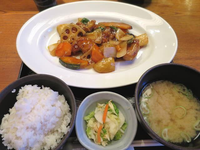 ヘルシーチキンと野菜の黒酢あん定食