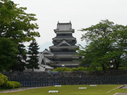 二の丸御殿跡から望む松本城