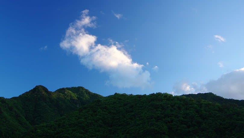 山の端の雲
