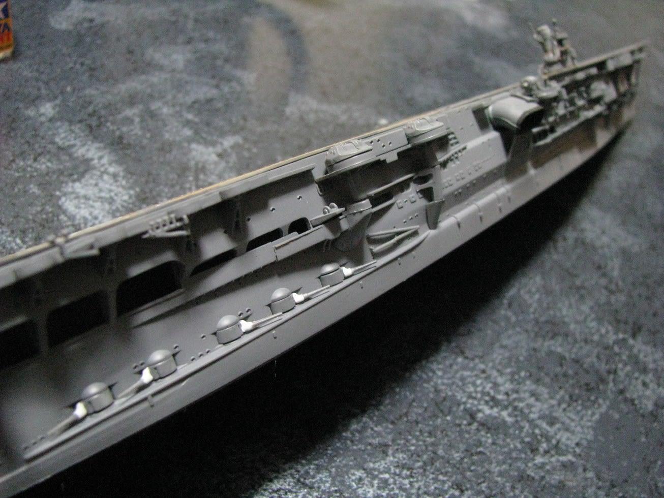 作業が停滞していた加賀ですが、ようやく艦橋を取り付けました。 一緒に副砲... 日本海軍航空母艦