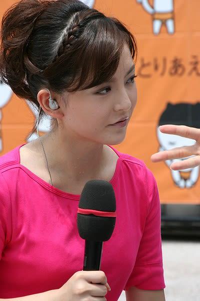 髪をまとめた深津瑠美