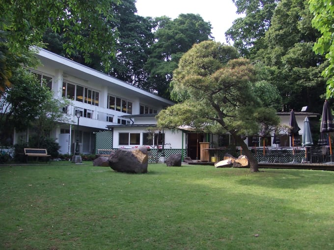 飯田橋の日仏学院。庭にレストランがある。 ジャンル:ウェブログ  日仏学院