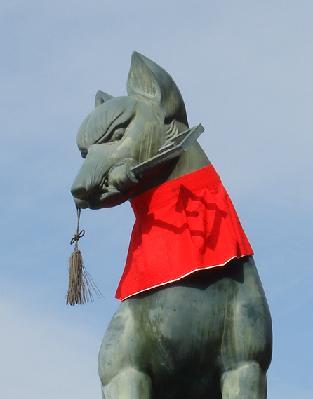 【ちょっと怖い!】 お稲荷さんといえば白狐。 白狐は昔から神の使いとさ... 続・京都の旅です!