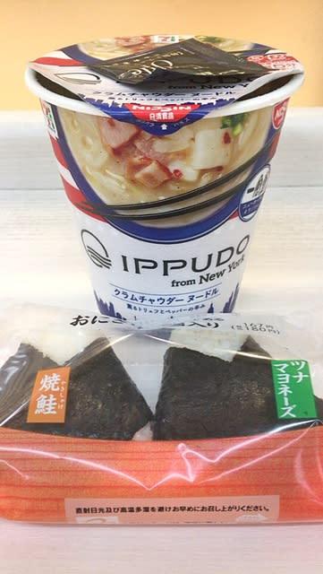 一風堂 クラムチャウダーヌードルとおにぎりを頂きました。 at セブンイレブン 横浜クロスゲート店
