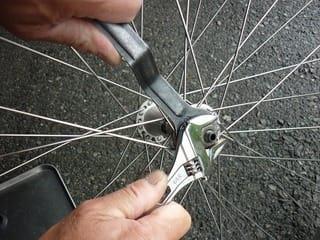自転車の 自転車 ナットカバー 外し方 : ... 一番外側のロックナットを